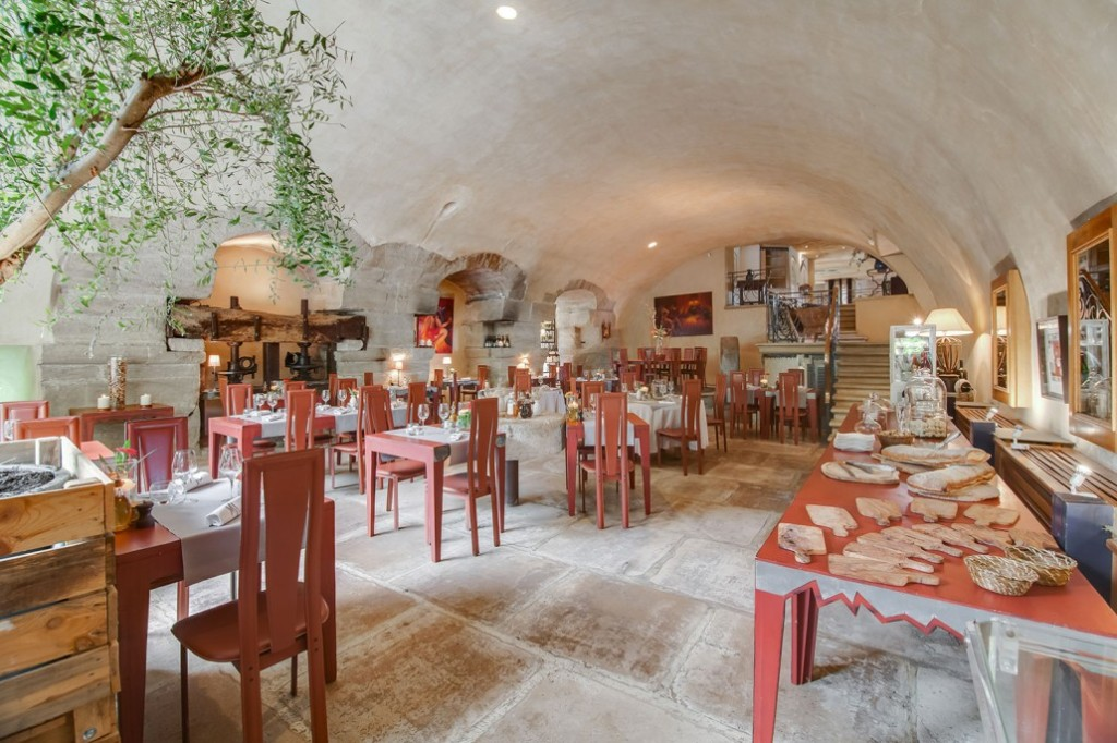 le-moulin-de-lourmarin-3457-restaurant-1©ChateauxetHotelsCollection-1030x686